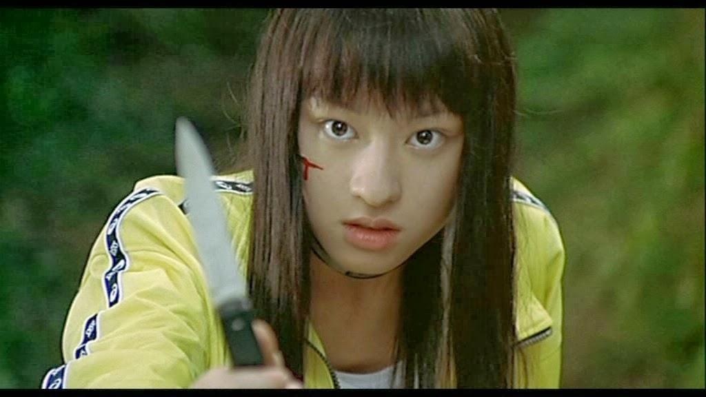 Chiaki Kuriyama è Takaku Chigusa in Battle Royale e la folle diabolica Gogo di Kill Bill. Tarantino, per omaggiare il film di Fuaksaku, la vestì da scolaretta e in una scena la fece rispondere ad un'avance sessuale con un coltellata nel basso ventre, allo stesso modo si difende in Battle Royale da un goffo tentativo di stupro.