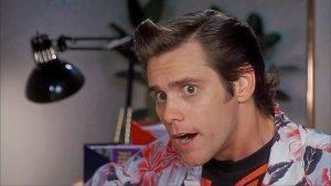 Primo piano di Jim Carrey nei panni di Ace Ventura, serie di film che si inserirà nel palinsesto Netflix di dicembre