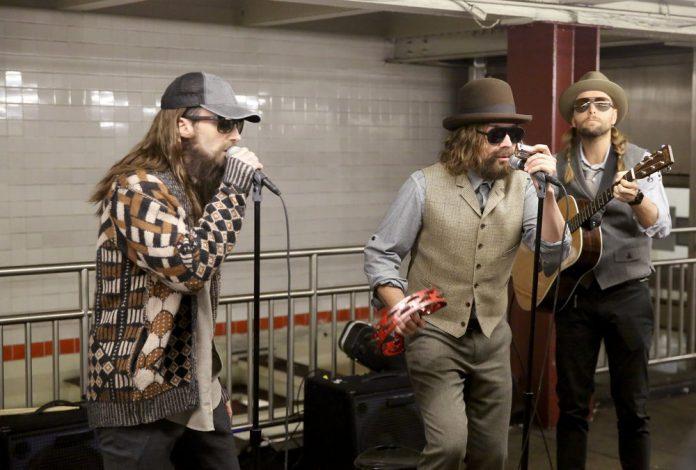 Maroon 5 - live a sorpresa con Jimmy Fallon in una fermata della metro a New York