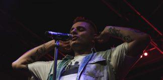 Ghemon live all'Eremo Club, Molfetta, a Maggio 2018. (Savio Gorgoglione per LaScimmiaPensa.com)