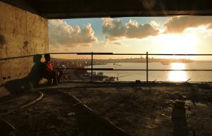Taste of Cement: La vita degli operai edili siriani esiliati a Beirut