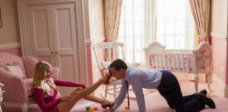 Margot Robbie e Leonardo Di Caprio in una scena di The Wolf of Wall street