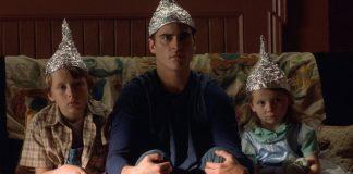Area 51, tornano di moda i cappelli di carta stagnola