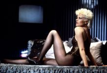 Melanie Griffith, foto hot in intimo e tacchi
