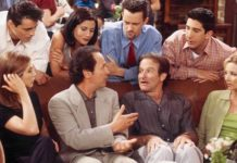 Robin Williams e Billy Crystal circondati dai Friends