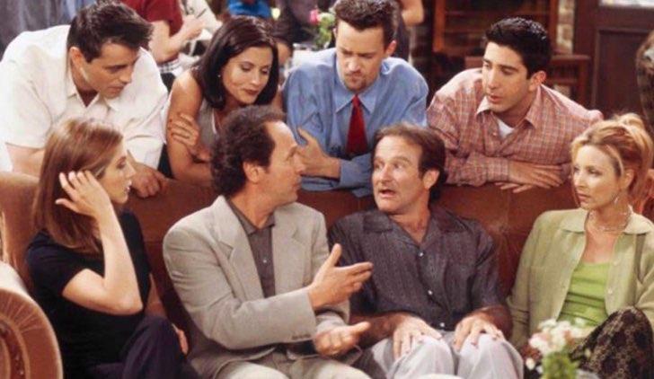 Robin Williams e Billy Crystal circondati dai Friends
