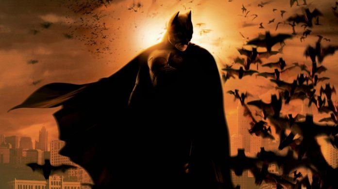 Una immagine promozione di Batman Begins