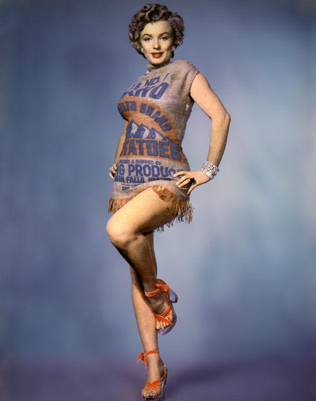 Marilyn Monroe indossa un sacco di patate