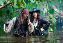 Johnny Depp in acqua con penelope cruz