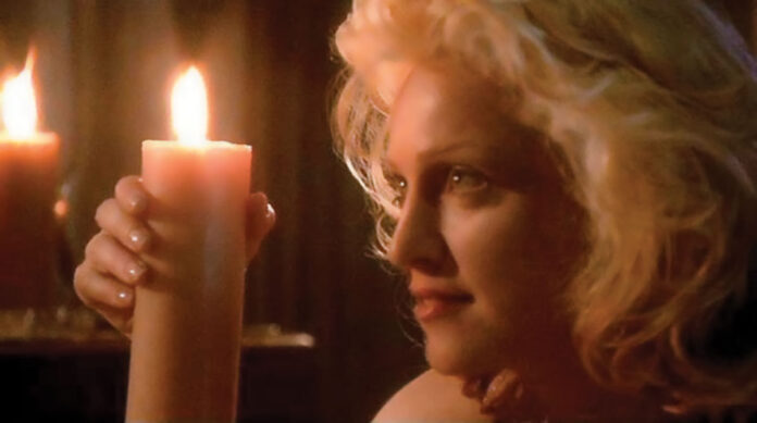 Madonna con una candela in mano - scena hot