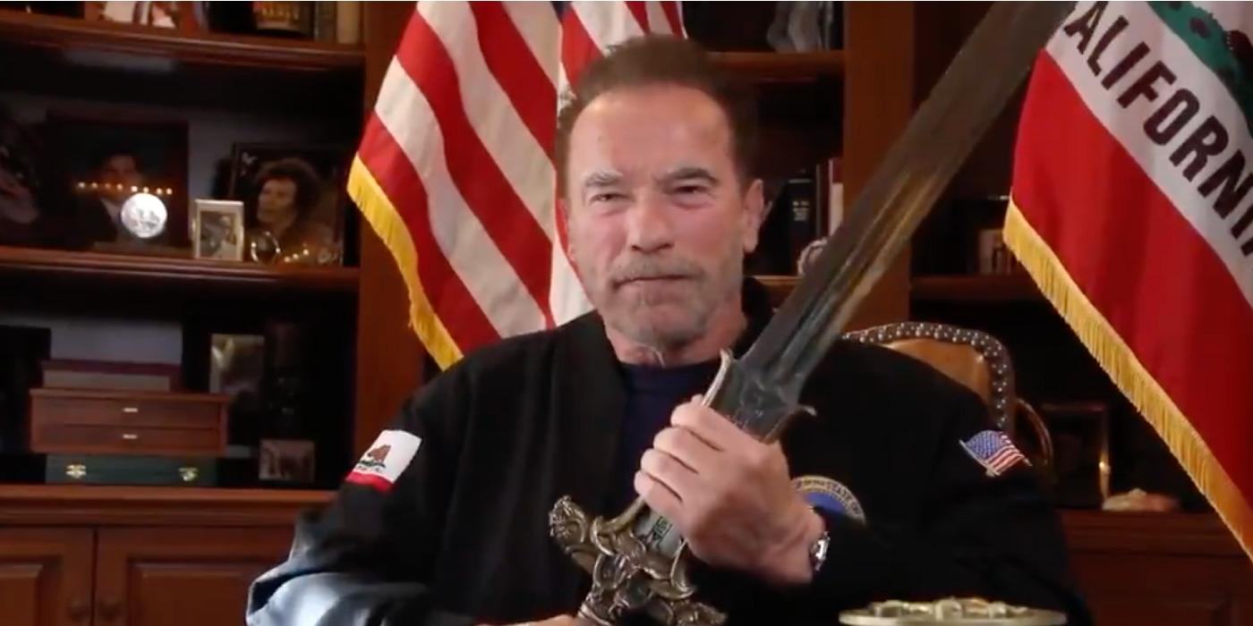 Schwarzenegger e la spada di Conan contro le barbarie del trumpismo